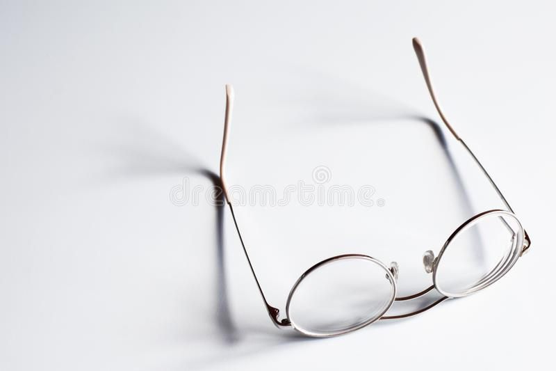 Vidros adolescentes da borda clara do metal imagem de stock royalty free
