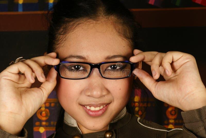 Vidros adolescentes da forma da menina do escritório foto de stock royalty free