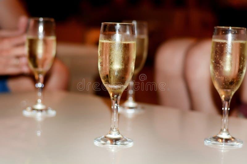 Vidros brancos do champanhe fotos de stock