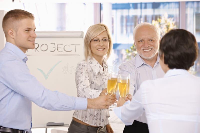Vidros clinking do champanhe de Businessteam imagens de stock royalty free