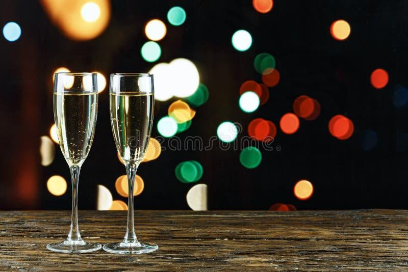 Vidros com champanhe pelo ano novo fotografia de stock royalty free