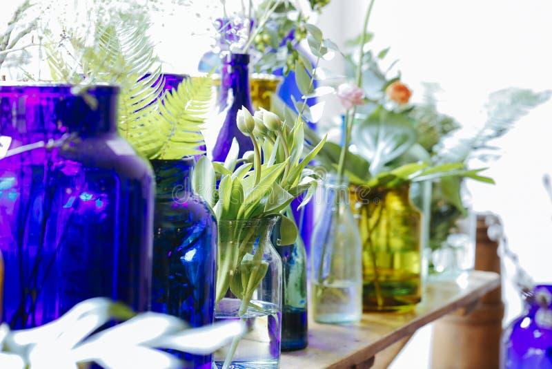 Vidros com flores fotos de stock royalty free