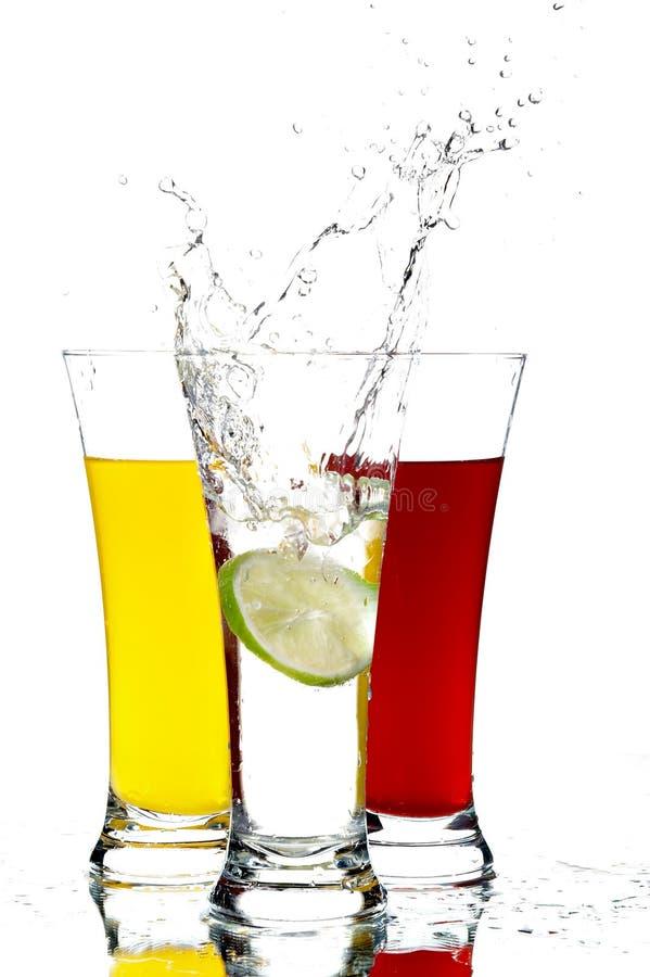 Vidros com suco e limão fotografia de stock royalty free