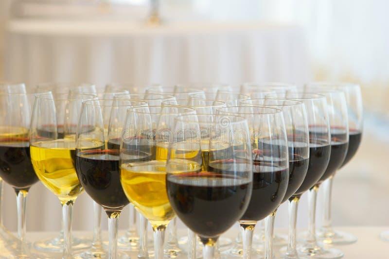 Vidros com vinho imagens de stock