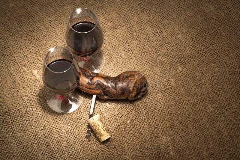 Vidros com vinho tinto fotos de stock royalty free
