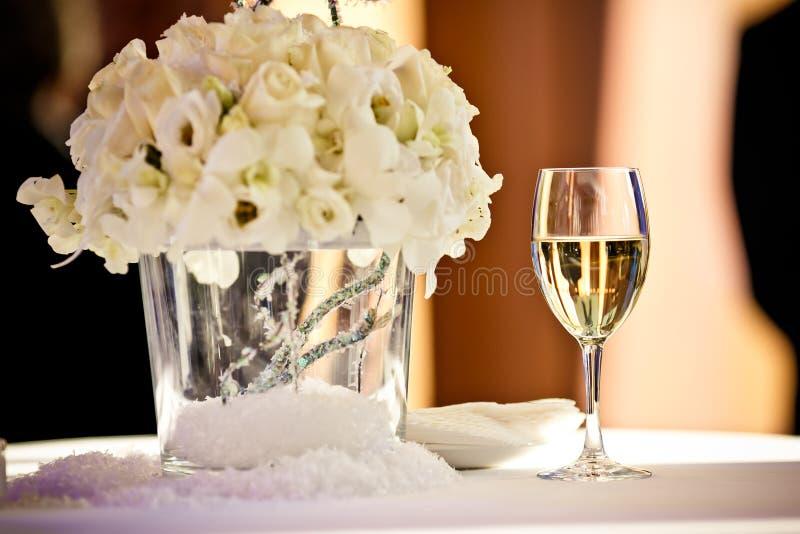Vidros completos do champanhe fotografia de stock