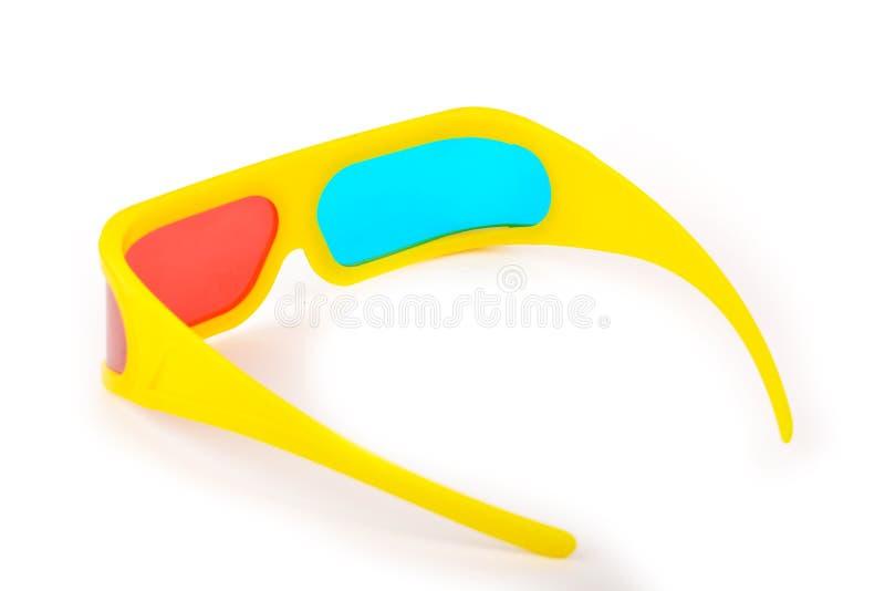 Vidros 3d plásticos amarelos isolados no branco imagem de stock