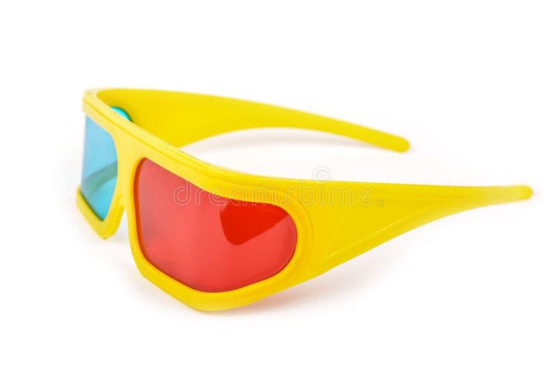 Vidros 3d plásticos amarelos isolados no branco imagens de stock