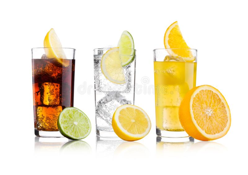 Vidros da cola e da bebida e da limonada da soda alaranjada imagens de stock