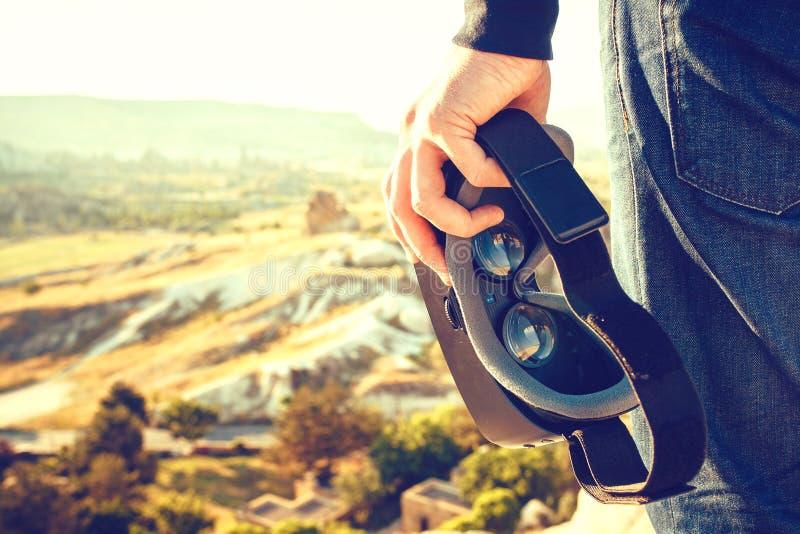 Vidros da realidade virtual Conceito futuro da tecnologia Tecnologia imagiológica moderna foto de stock