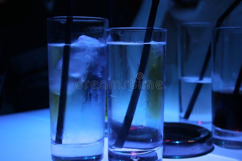Vidros de água gelados fotos de stock royalty free