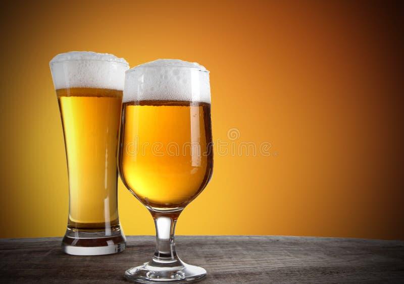 Vidros de cerveja imagem de stock