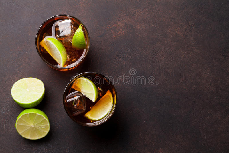Vidros de cocktail do libre de Cuba fotografia de stock