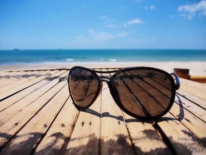 Vidros de Sun no verão fotos de stock