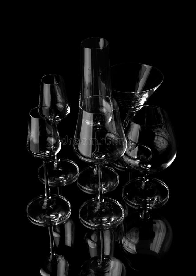 Download Vidros de vinho foto de stock. Imagem de reflexão, preto - 12808040