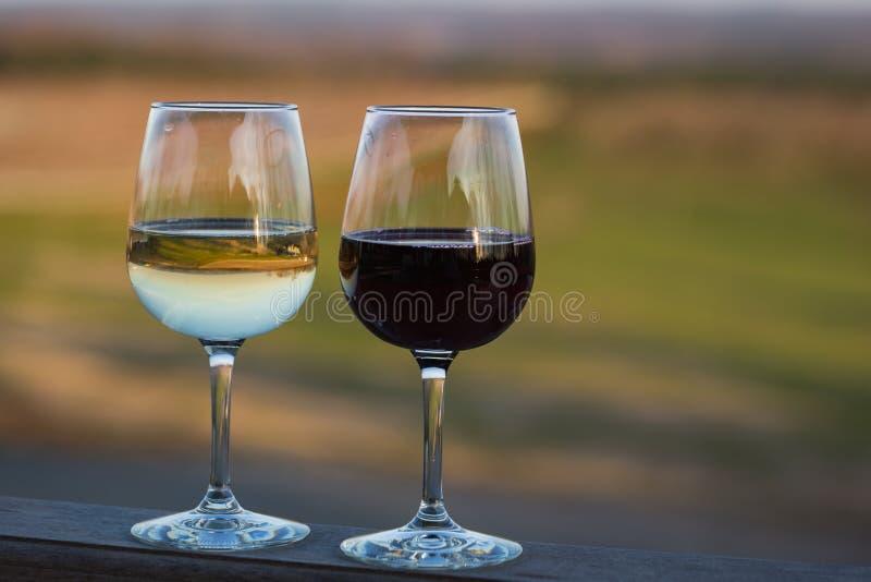 Vidros de vinho imagens de stock royalty free