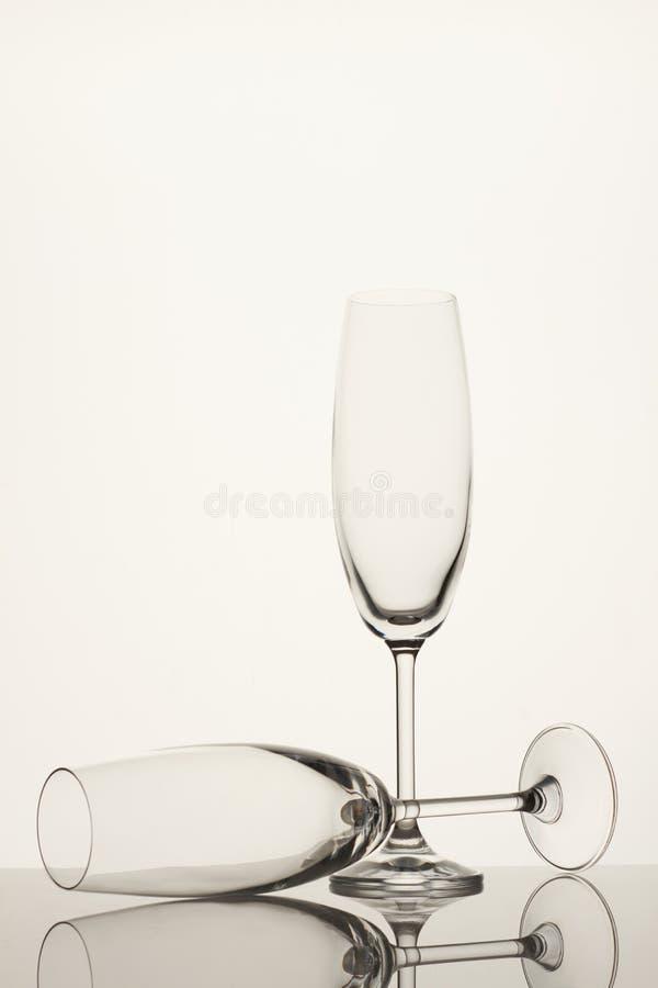 Vidros de vinho longos vazios foto de stock