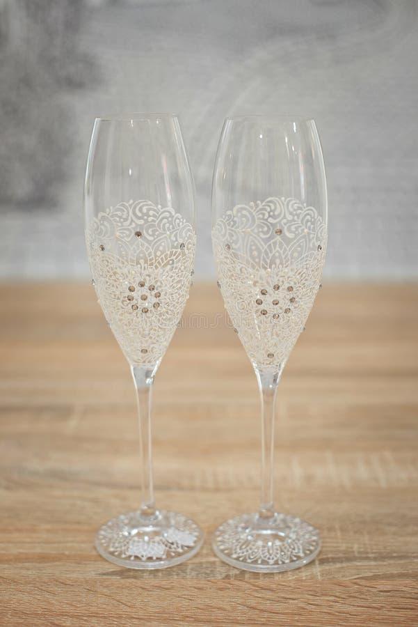 Vidros decorados com cabo, vidros decorados bonitos do casamento do casamento, flores em vidros do casamento, vidros feitos a mão foto de stock royalty free