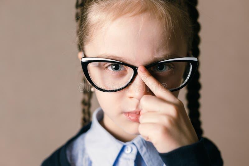 Vidros desgastando da menina imagem de stock royalty free