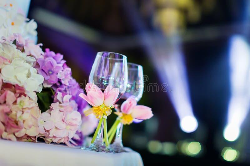 Vidros do champanhe do casamento foto de stock