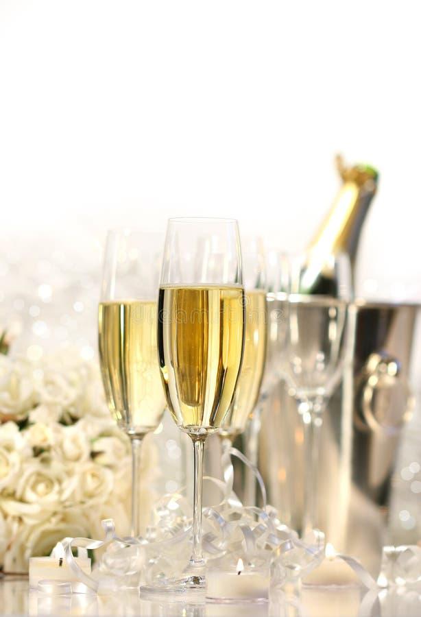 Vidros do champanhe para um casamento fotografia de stock