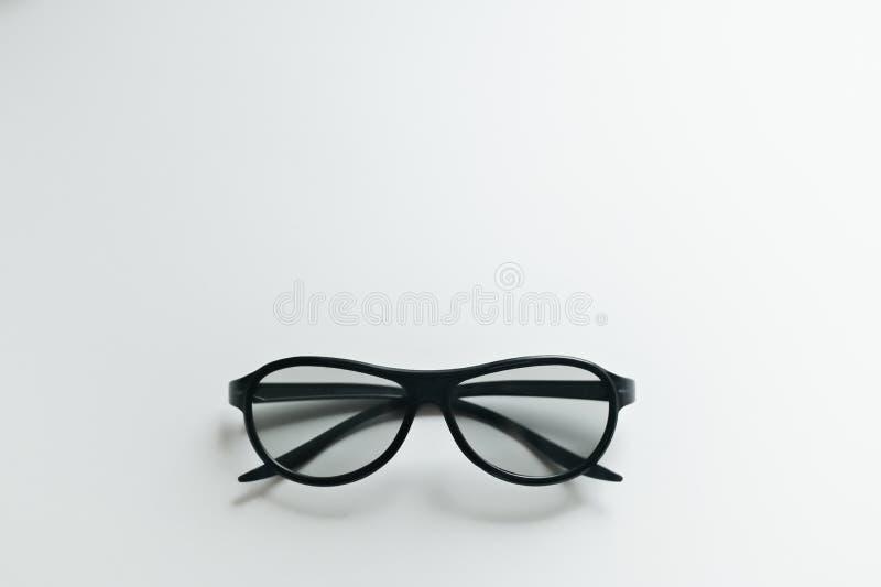 vidros do cinema 3D em um fundo branco foto de stock royalty free