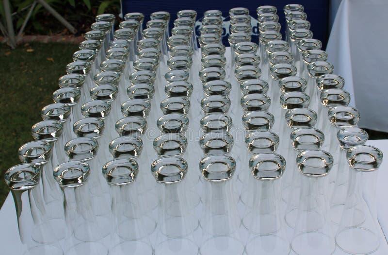 Vidros do partido prontos para uma recepção imagem de stock royalty free
