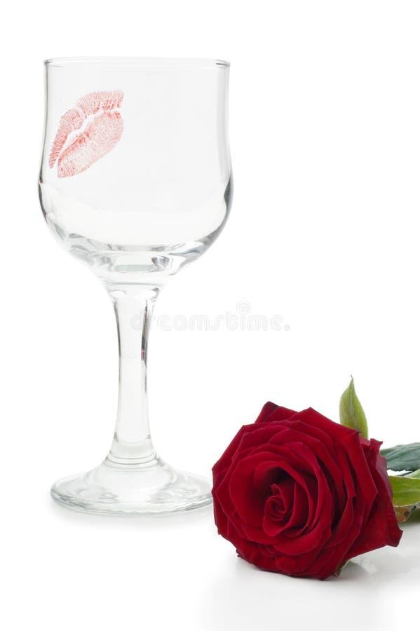 Vidros do vinho e das rosas imagem de stock royalty free