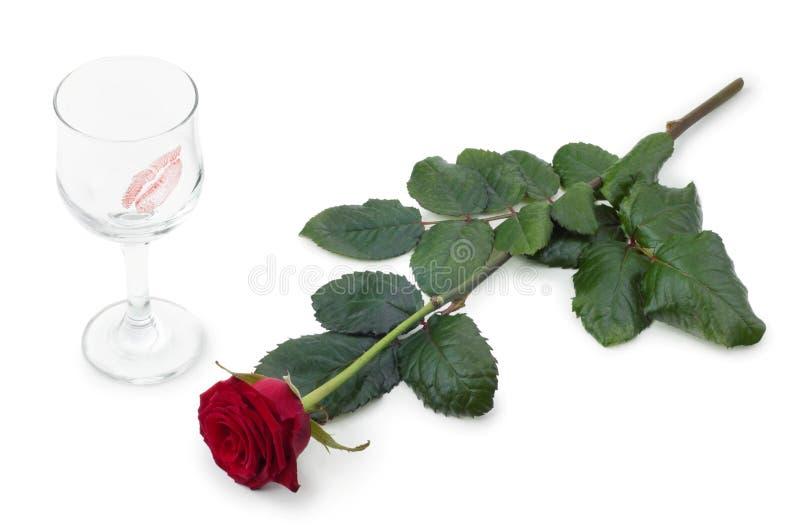 Vidros do vinho e das rosas imagens de stock royalty free
