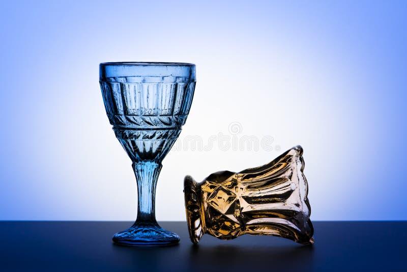 Vidros do vintage para bebidas alcoólicas Fotografia do estúdio fotos de stock