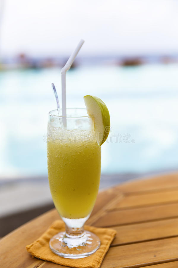 Vidros dos cocktail foto de stock