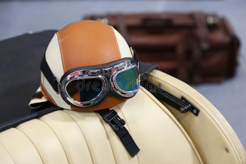 Vidros e capacete de competência de couro fotos de stock