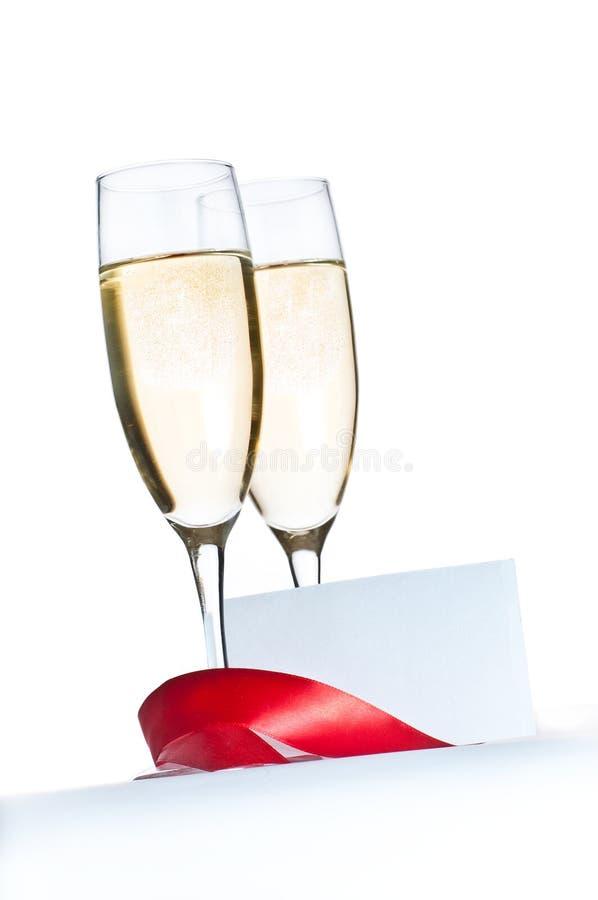 Vidros e cartão em branco do convite imagem de stock
