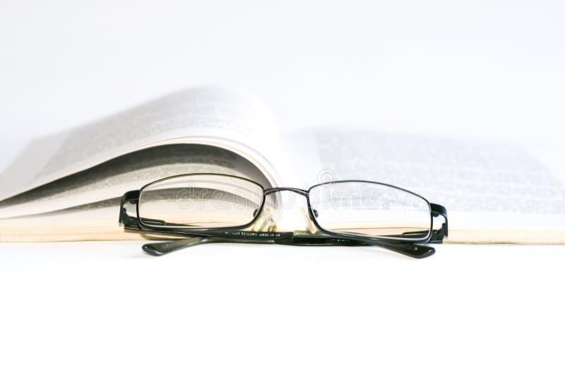 Vidros e livro fotografia de stock royalty free