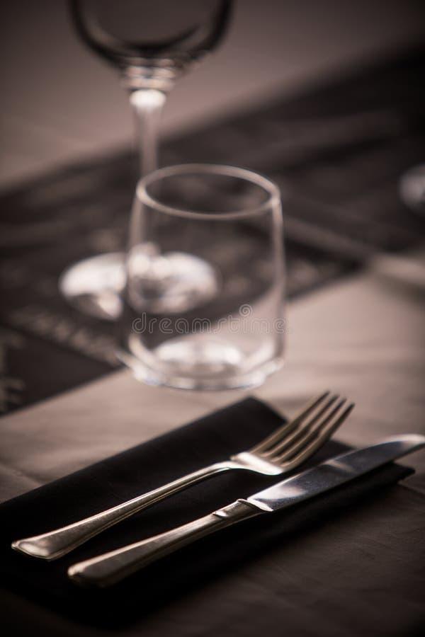 Vidros e mercadorias vazios do prato fotos de stock