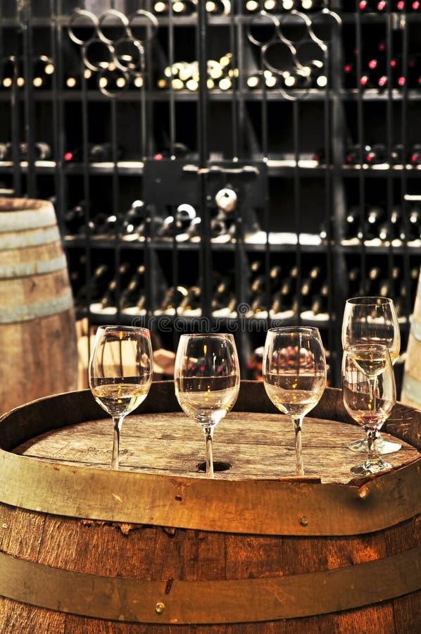 Vidros e tambores de vinho imagem de stock royalty free