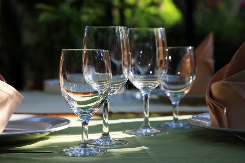 Vidros no restaurante imagens de stock royalty free
