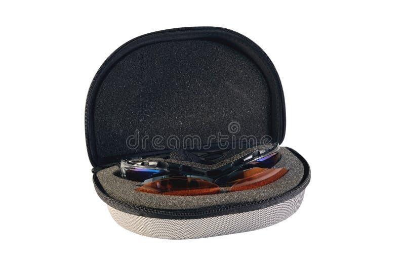 Vidros ostentando do esqui caso que isolado em um fundo branco fotografia de stock