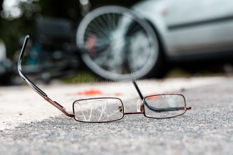 Vidros quebrados de uma vítima fotografia de stock