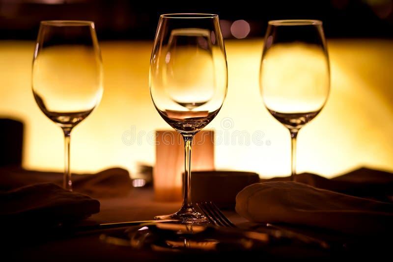 Vidros vazios no restaurante fotografia de stock