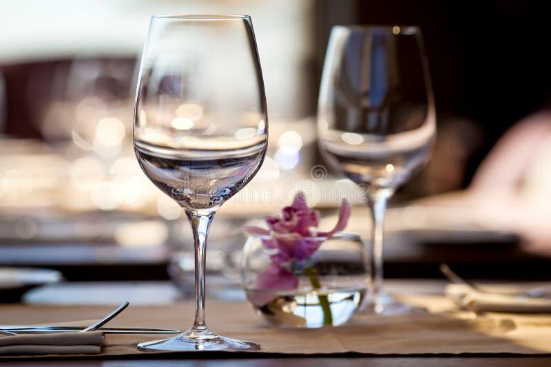 Vidros vazios no restaurante fotos de stock royalty free