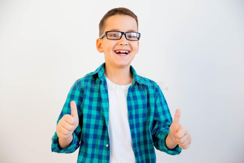 Vidros vestindo da criança fotografia de stock royalty free