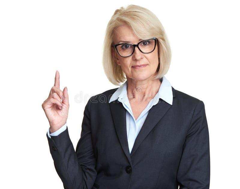 Vidros vestindo de meia idade da mulher de negócio imagem de stock