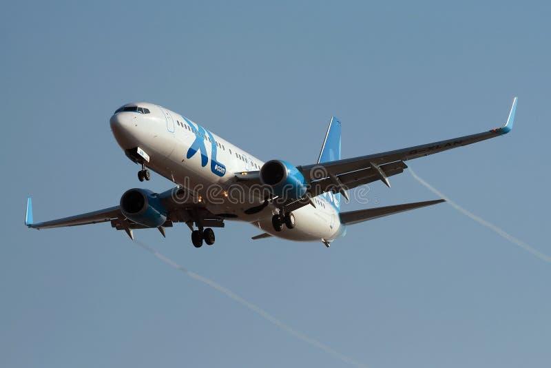 Vie aeree Boeing 737-800 Rwy d'avvicinamento di XL immagine stock