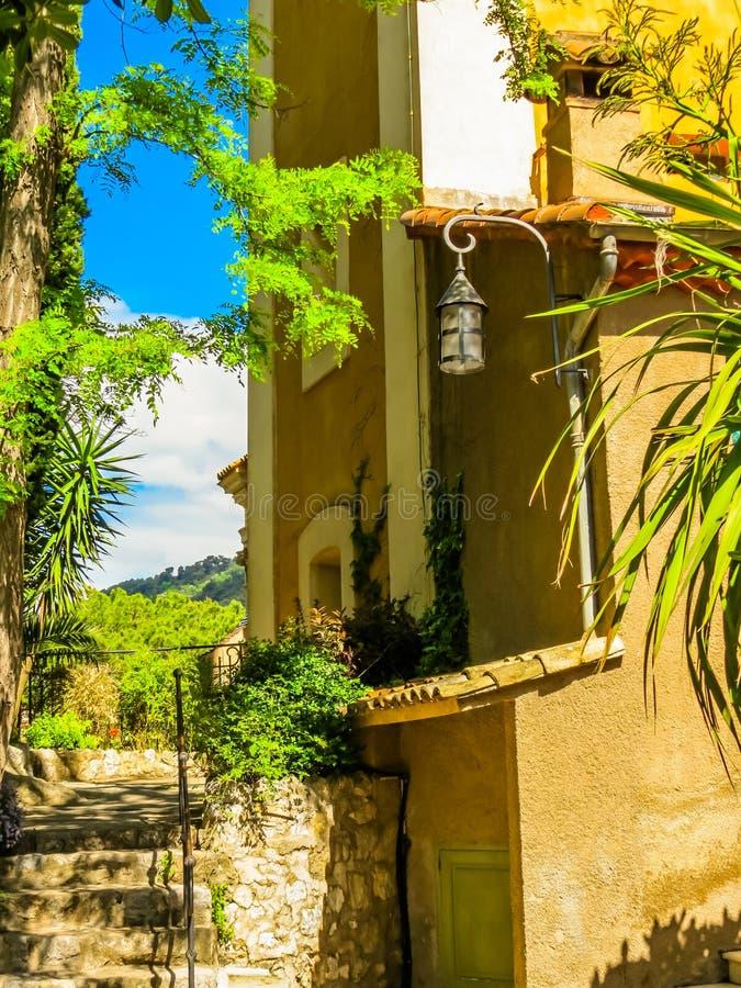 Vie antiche del villaggio di Eze La Provenza, Francia immagine stock libera da diritti