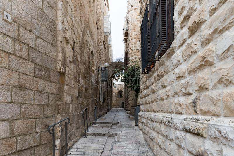 Vie calme di Gerusalemme Via pedonale stretta nel quarto ebreo in vecchia città di Gerusalemme, Israele immagini stock