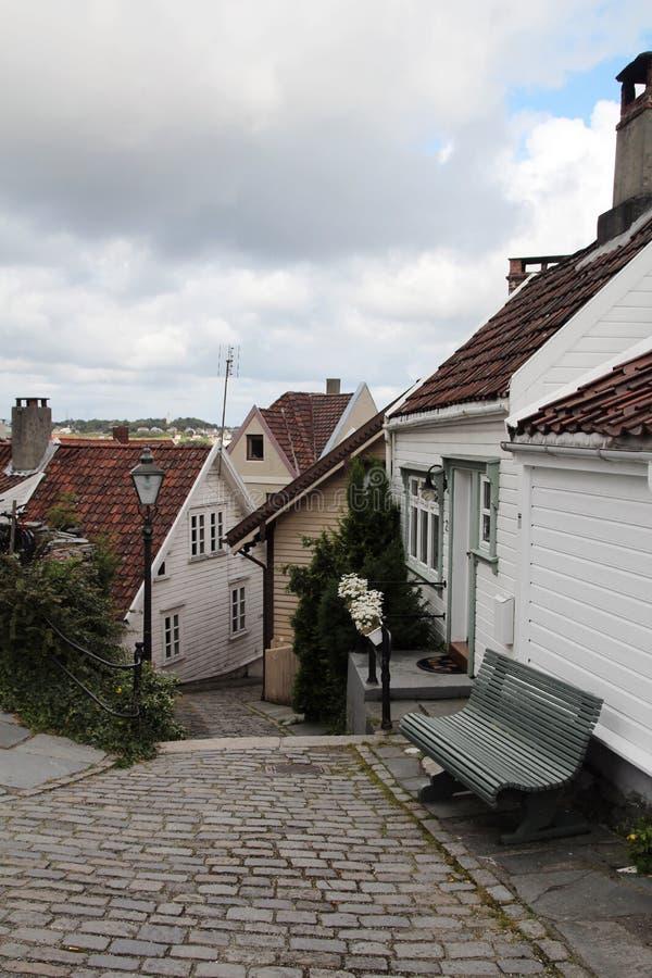Vie decorate nella vecchia città a Stavanger, Norvegia fotografia stock