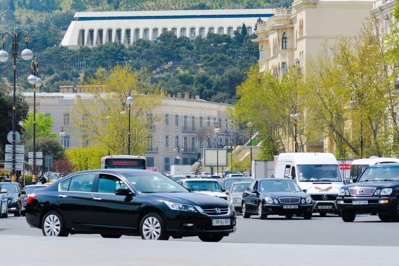 Vie di Bacu, traffico di automobile immagini stock