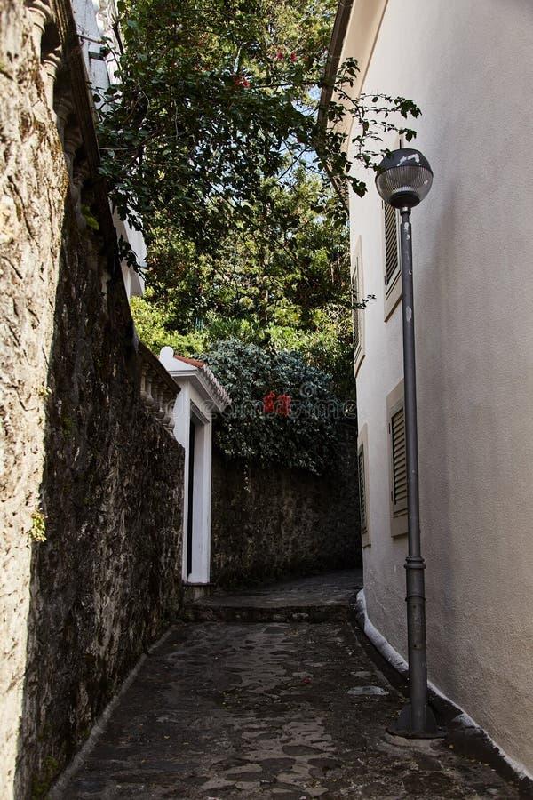 Vie di Castelnuovo Vicolo nel Montenegro fotografia stock