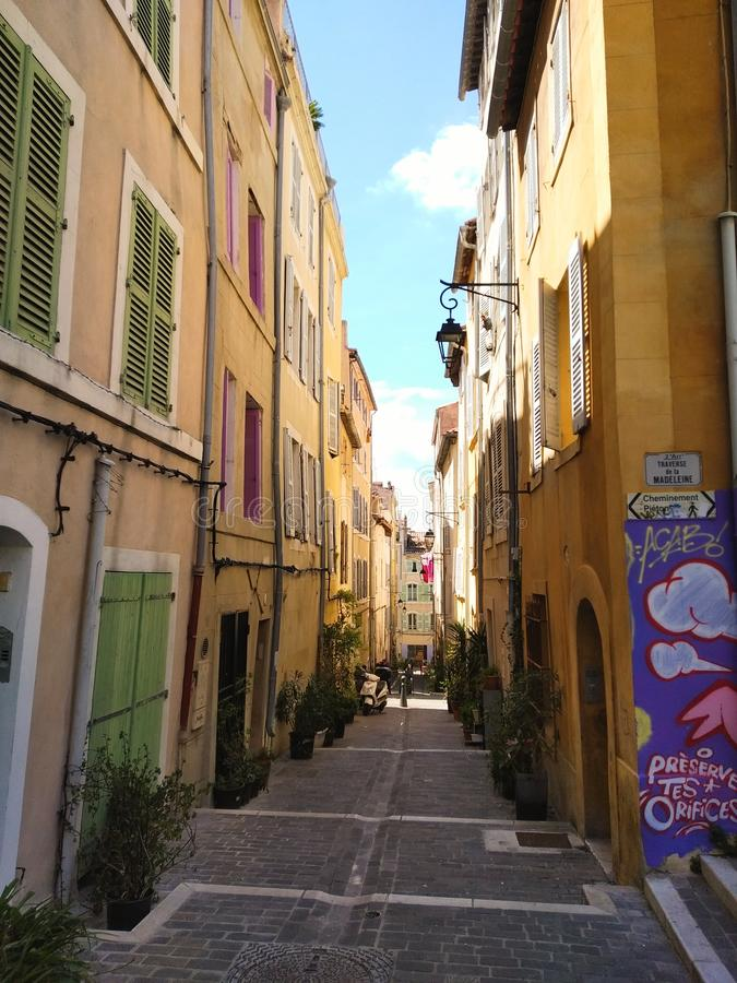 Vie di Colorefull di vecchia città di Marcalla, Francia immagine stock libera da diritti